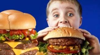ما هو سر حب الأطفال للوجبات السريعة .. فيديو