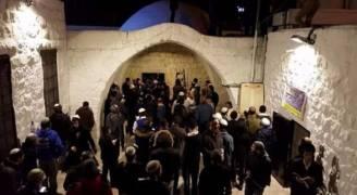 اصابات خلال اقتحام مئات المستوطنين قبر يوسف شرق نابلس