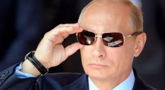 بوتين يتلقى جروا هدية في عيد ميلاده .. فيديو