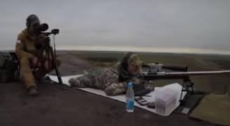 بالفيديو: بأكثر من ٤٠٠٠ م ..قناص روسي يحطم رقما قياسيا عالميا!
