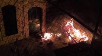 مستوطنون يحاولون إحراق مسجد في الخليل