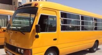 استهتار بالأرواح.. حافلة مدرسية تحمل ٤٥ طالبا