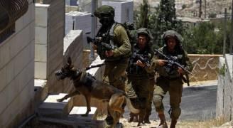الاحتلال يداهم منزلين ويصادر أجهزة نقالة