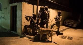 الاحتلال يعتقل ٤ مواطنين برام الله بينهم قيادي بحماس