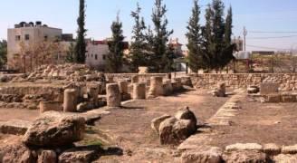 الاحتلال يصادر أحجارًا أثرية من قصر 'المورق' بالخليل