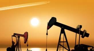 استقرار أسعار النفط دون أعلى مستوى في عامين