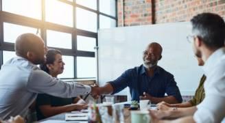 ١٢ نصيحة تجعلك الموظف المثالي الذي لا يستغني عنه مديره ..فيديو