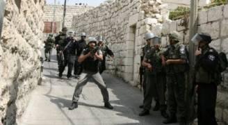 الاحتلال يداهم بلدات الخليل ويفتش عدة منازل
