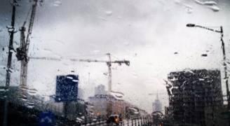 الثلاثاء: للمرة الأولى هذا الموسم أجواء شتوية باردة وماطرة على فترات ..فيديو