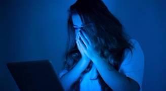 ٢٣ % من النساء يواجهن إساءة معاملة 'مخيفة' على الإنترنت