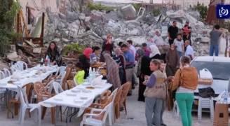 عائلات مقدسية تفطر على أنقاض منازلها التي هدمتها آليات الاحتلال