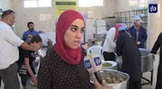 إعداد طعام إفطار لعدد من العائلات العفيفة في مخيم إربد