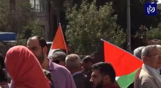 بعد مرور مئة عام على وعد بلفور .. ناشطون يقفون أمام المجلس الثقافي البريطاني تنديدا للقرار