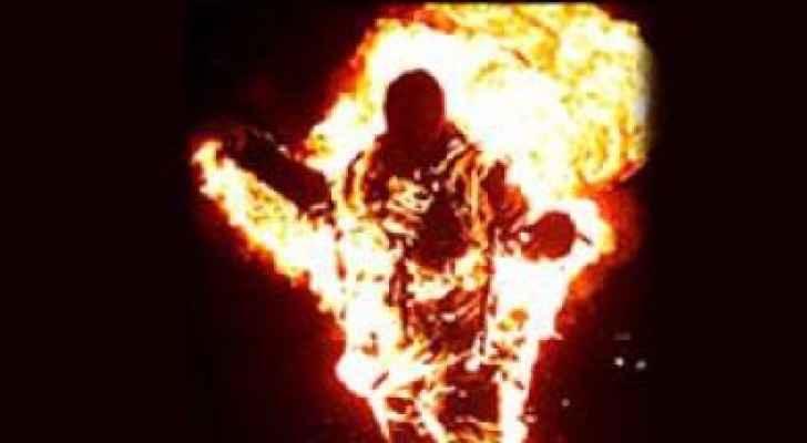 مواطن مريض نفسي يحرق نفسه في الزرقاء