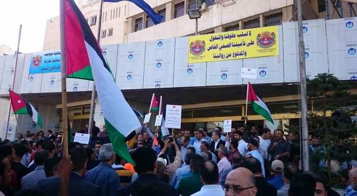 مشاركون في الوقفة الإحتجاجية