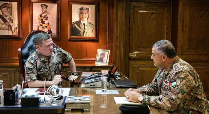 جلالة الملك عبدالله الثاني خلال زيارته القيادة العامة للقوات المسلحة الأردنية