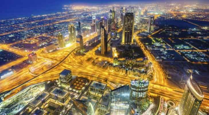 في دولة الإمارات العربية المتحدة يحصل 75 % من العمالة الوافدة على منافع صحية
