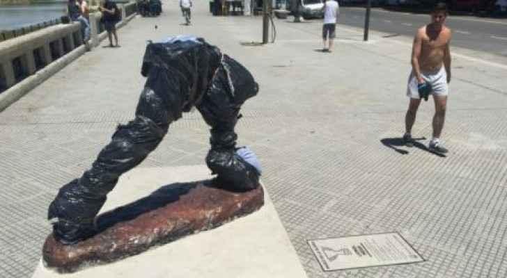 تخريب تمثال لميسي في الارجنتين بقطع رأسه وذراعيه