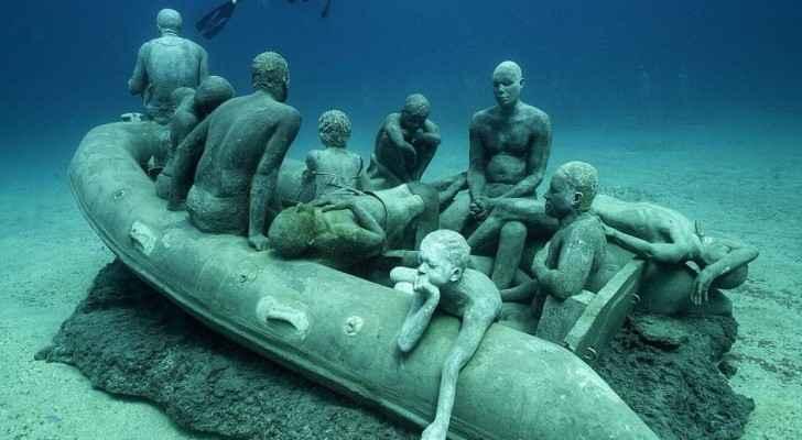 افتتاح أول متحف تماثيل تحت الماء في أوروبا
