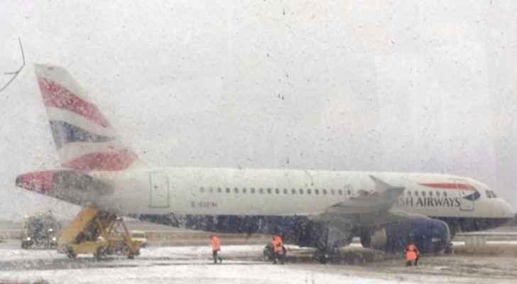 """انزلاق مخيف لطائرة بسبب """"العجلة الأمامية"""""""