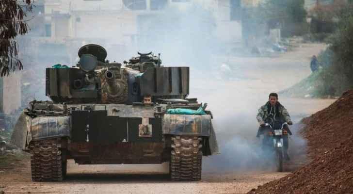 دبابة يقودها أحد أفراد المعارضة السورية في درعا