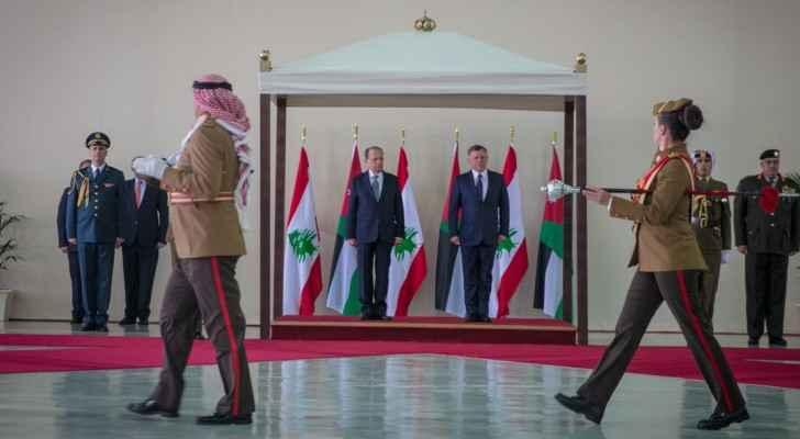 جلالته والرئيس الضيف يستعرضان حرس الشرف