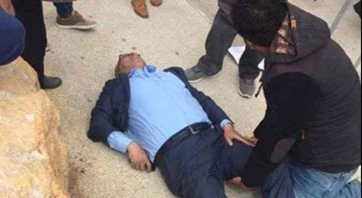 أمن السلطة اعتدى على والد الشهيد باسل الأعرج