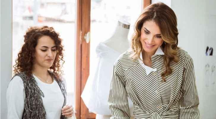 الملكة رانيا خلال زيارتها الى معهد عمّان للتصميم