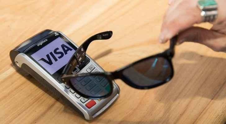 نظارة شمسية يمكن استخدامها للدفع بدلا من البطاقات البنكية