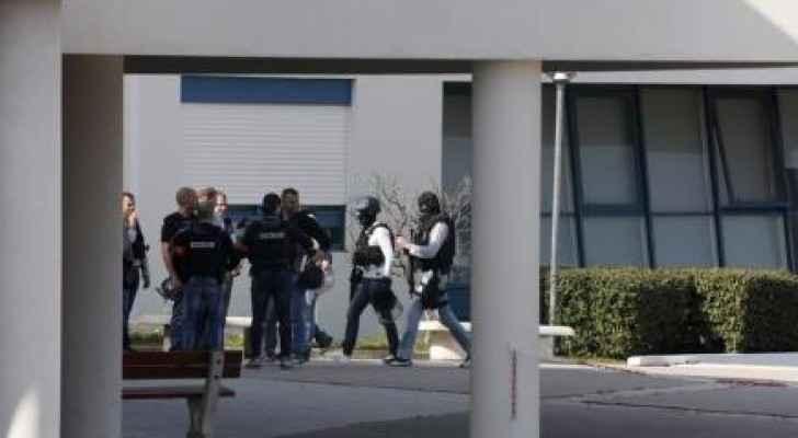 رجال شرطة في موقع إطلاق نار بمدرسة فرنسية الخميس