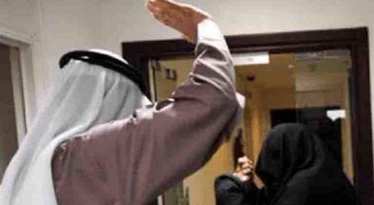 الكويتي استدرج زوجته إلى شقة مع أصدقائه واعتدوا عليها
