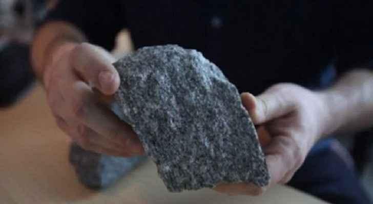 يعود تاريخ هذه الصخور إلى 4.3 مليار عام