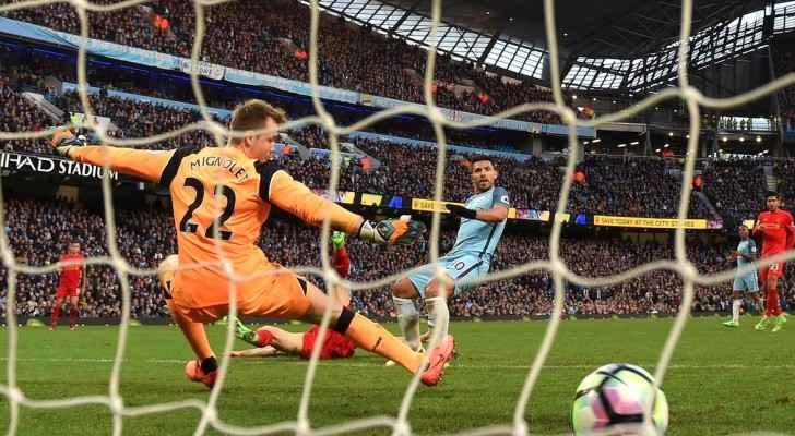 أغويرو واضعا هدف التعادل في مرمى ليفربول