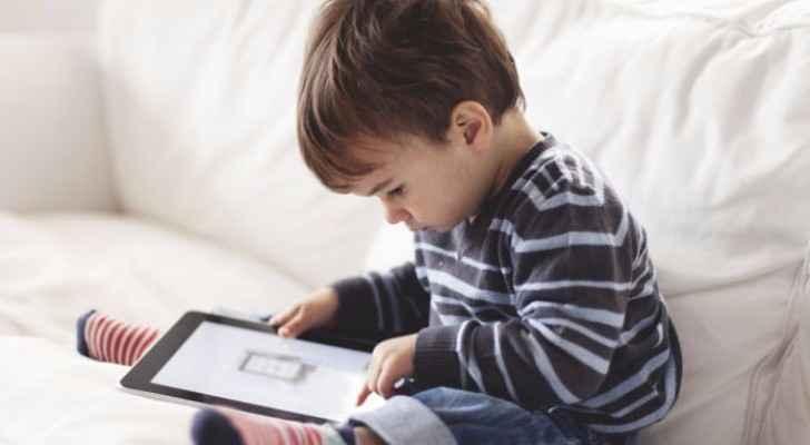 الإدمان على التكنولوجيا يمكن أن يبدأ منذ سنوات الطفولة المبكرة