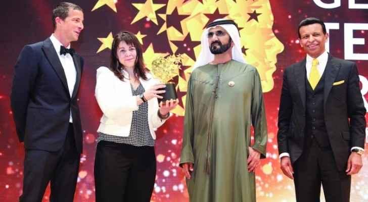 حاكم دبي يمنح امرأة مليون دولار