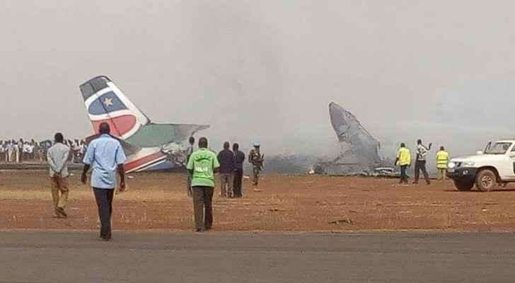 صور نشرها شهود عيان للطائرة