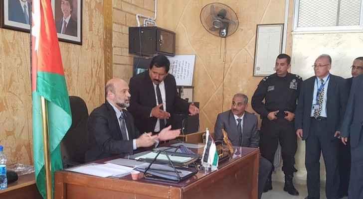 جانب من زيارة الوزير لمدرسة المرقب