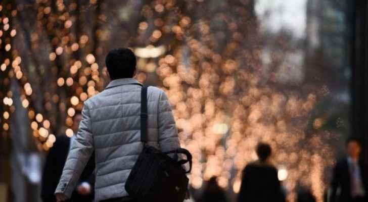كثير من اليابانيين يعملون حتى أوقات متأخرة بمعدل 12 إلى 14 ساعة يوميا