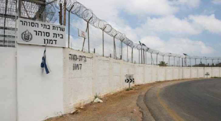 الاحتلال ينقل المضربين الى سجون قريبة من المستشفيات