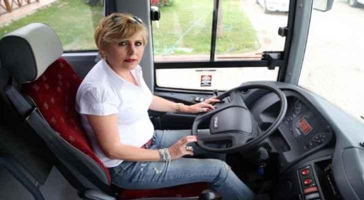 """يطلق السائقون على أتاصوي """"السائقة نبهات"""""""