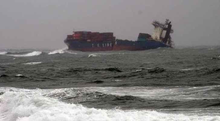 احدى السفن التي تعرضت للغرق