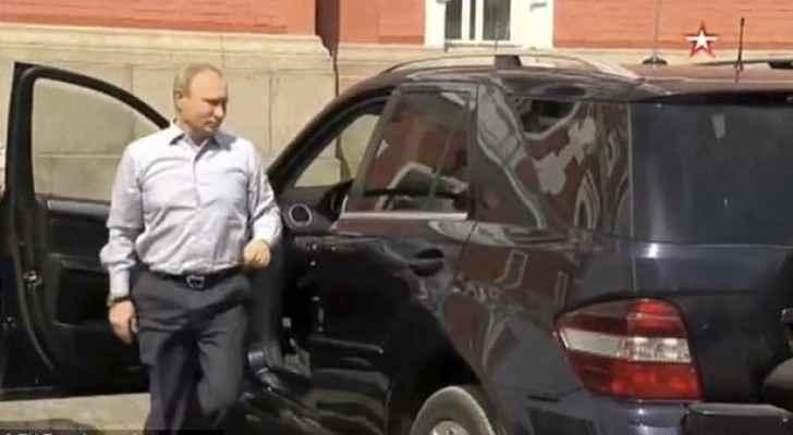 بوتن لحظة توجهه لفتح باب السيارة