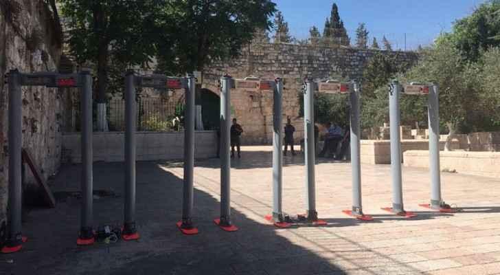 الاحتلال يضع بوابات إلكترونية وكاميرات مراقبة بمداخل الأقصى