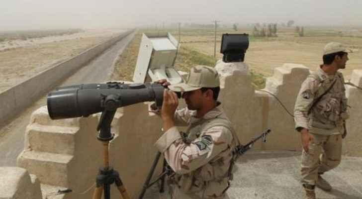 جنود إيرانيون يراقبون الحدود