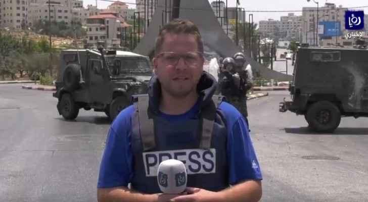 الاحتلال يعتدي على الصحفيين وطاقم رؤيا في رام الله
