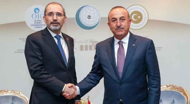 الصفدي يلتقي نظيريه التركي