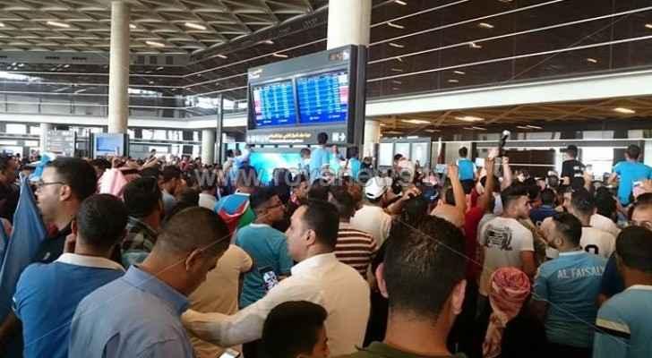 الجماهير تستقبل الفيصلي في المطار