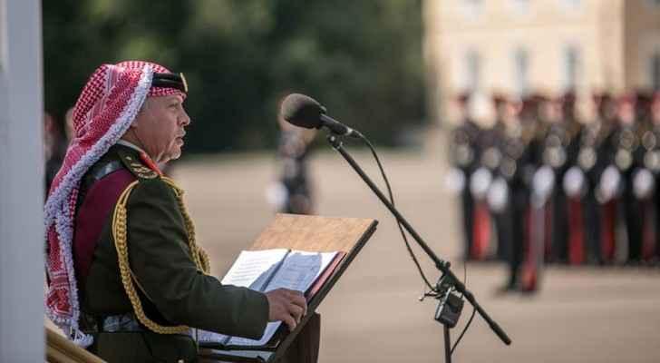 الملك يلقي كلمة للخريجين في أكاديمية ساندهيرست