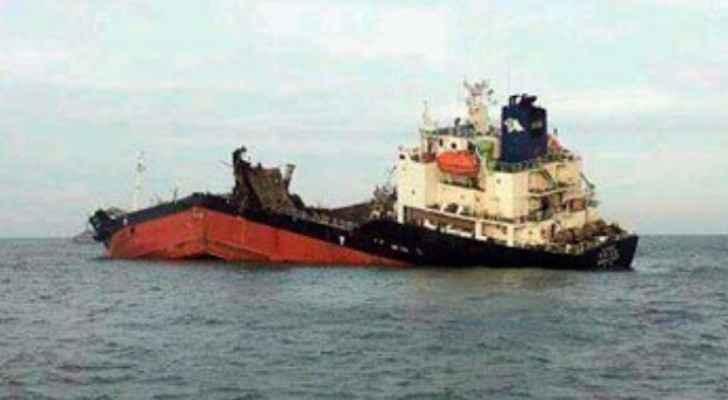 غرق سفينة عراقية على متنها 21 بحارا
