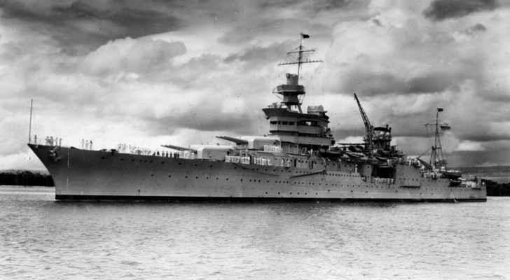 """السفينة الحربية """"إنديانابوليس"""""""